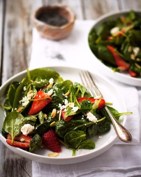 Spinazie salade met aarbeien en geitenkaas
